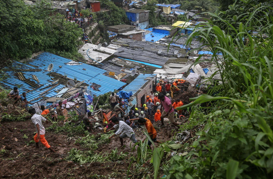 Stene se obrušile na vozila, poginulo devet turista u Indiji