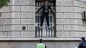 Devojka sišla sa prozora Predsedništva Srbije