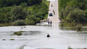 Dezinfekcija javnih površina i privatnih objekata u srpskim sredinama na Kosovu nakon poplava