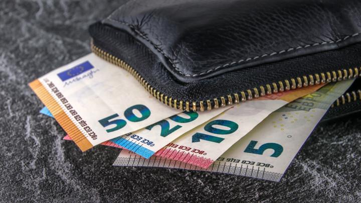 Dinar bez oscilacija - Kurs danas 117,7576