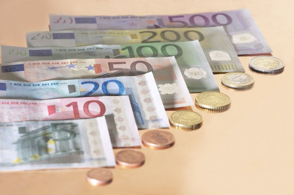 Dinar bez promene, kurs 117,5794