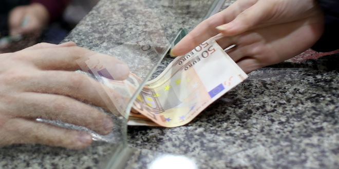 Dinar bez promene, kurs 117,58