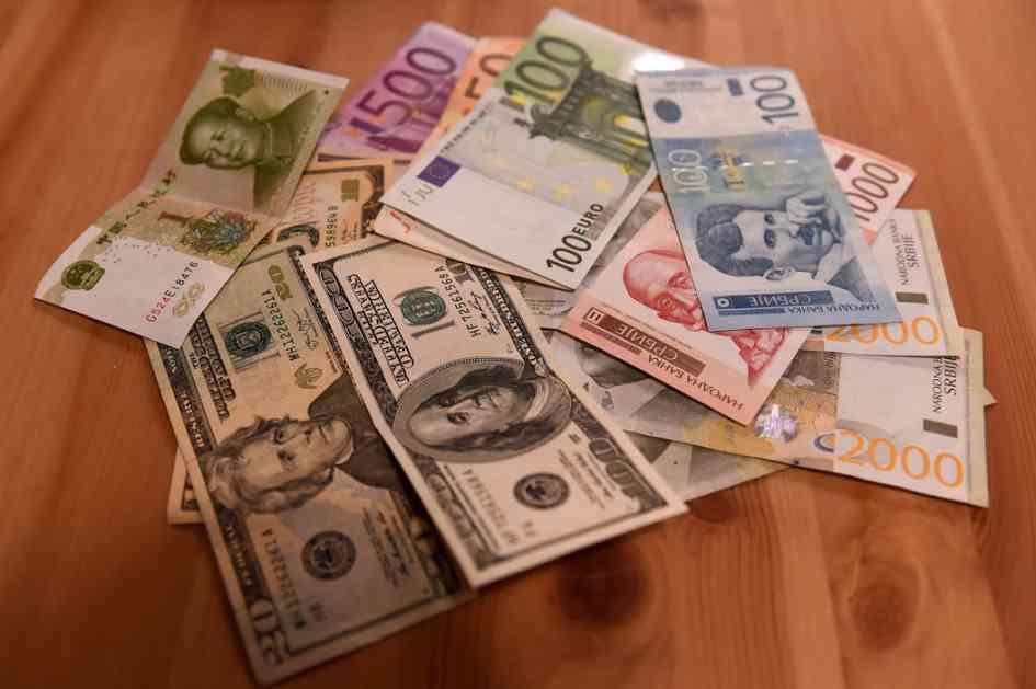 Dinar jači prema evru