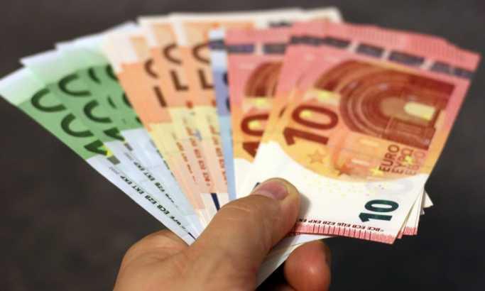 Dinar nastavlja da pada, kurs 118,42