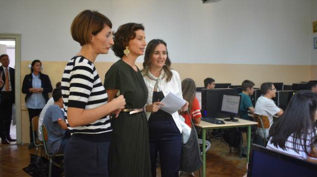 Direktorka Uneska sa učenicima Devete gimnazije