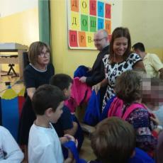 ĐAČKE TORBE ZA SVE PRVAKE NA SAVSKOM VENCU: Predsednica opštine Irena Vujović posetila OŠ Petar Petrović Njegoš (FOTO)