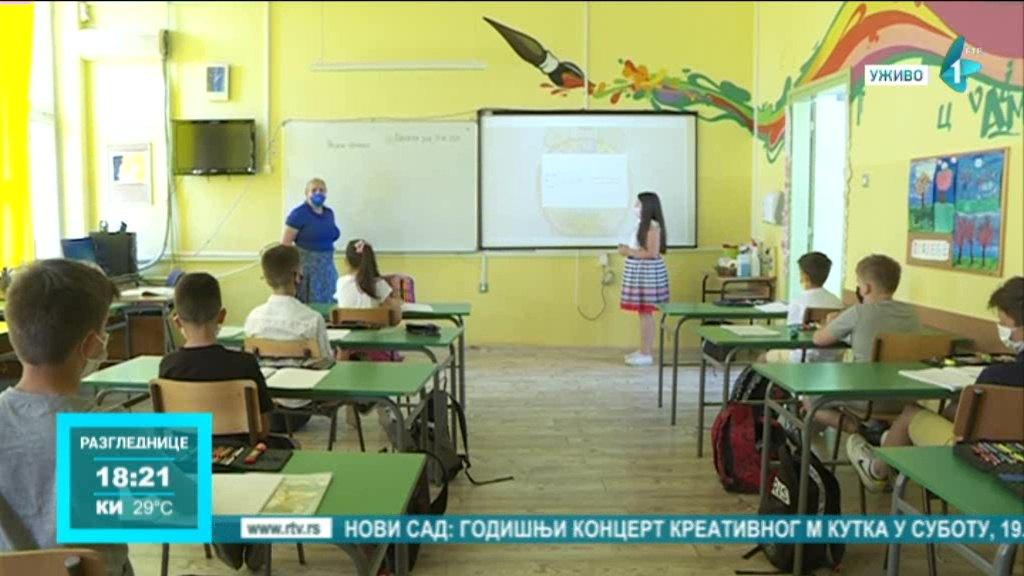 Đaci OŠ Vasa Stajić dobili  interaktivne table i nov školski nameštaj