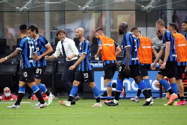 Dobri stari Inter, Kinezi besni, svlačionica protiv trenera, nema Ikardi kišobrana...