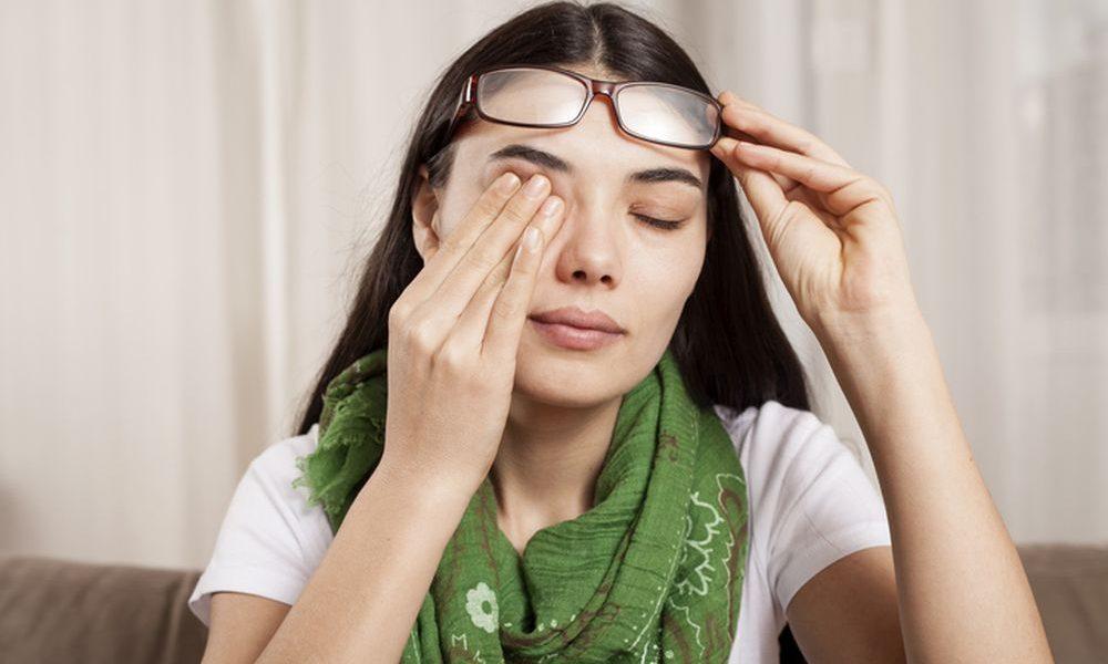 Dobro razmislite pre nego što protrljate oči. Koliko god da vam to prija može doći i do ozbiljne štete