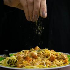 Dodaj samo jednu KAŠIČICU ovog začina u jelo, možeš da SKINEŠ nekoliko KILOGRAMA u predelu STOMAKA