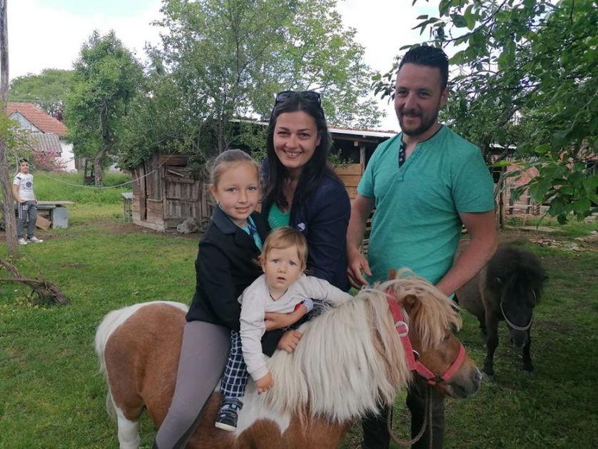 Dok drugi beže sa sela Todorići pobegli u Petrovac i – srećno žive