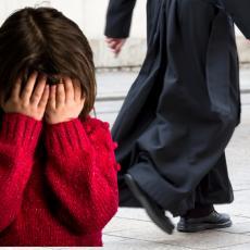 Dok je svetio vodicu, tražio da ga devojčica poljubi u usta: Isplivali novi detalji u slučaju SVEŠTENIKA IZ SVILAJNCA