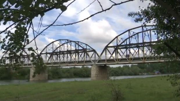 Dok se ne izgradi novi,stari  most na Tamišu između Orlovata i Tomaševca dobrodošao filmadžijama