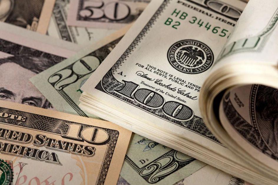 Dolar OJAČAO, investitori očekuju da će neizvesnost potrajati