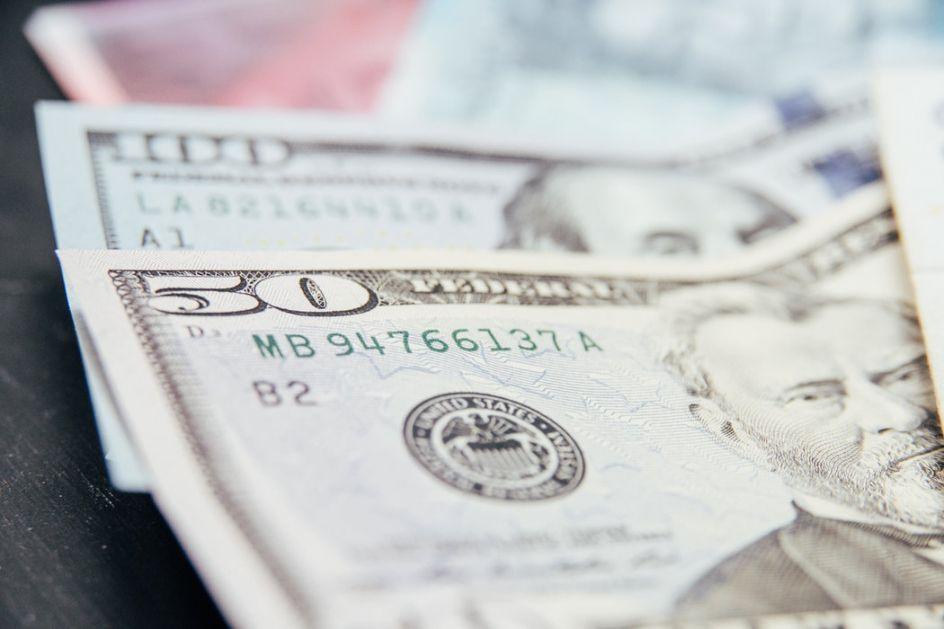 Dolar blizu jednomesečnog maksimuma prema korpi valuta