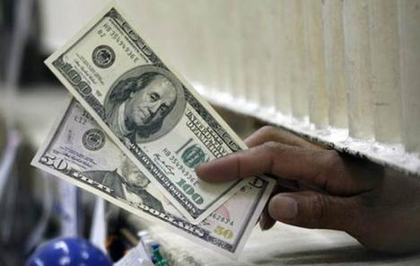 Dolar stabilan, u fokusu zapisnik Feda