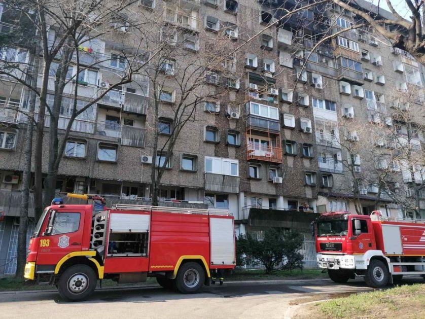 Okončana drama u Pančevu: Policajci uspeli da ubede ženu da ne skoči sa zgrade (VIDEO)