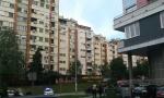 Drama u Pančevu: Žena preti skokom sa ČETVRTOG SPRATA! (VIDEO)