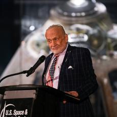 Drugi čovek koji je hodao Mesecom primio vakcinu: Baz Oldrin pozvao čovečanstvo da sledi njegov primer (FOTO)