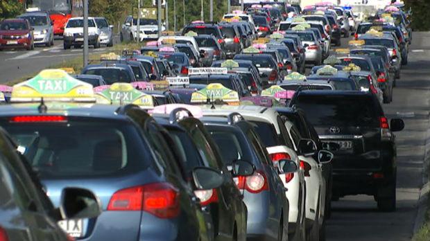 Drumski rat taksista i CarGo  – svako se poziva na zakon koji mu odgovara