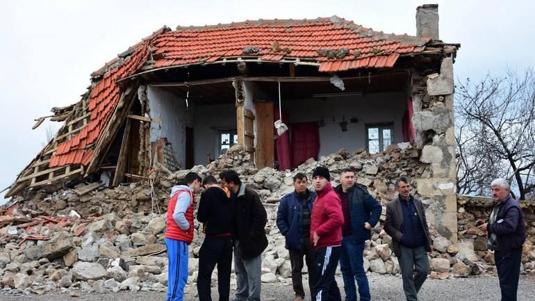 Dva zemljotresa pogodila Tursku, panika na ulicama