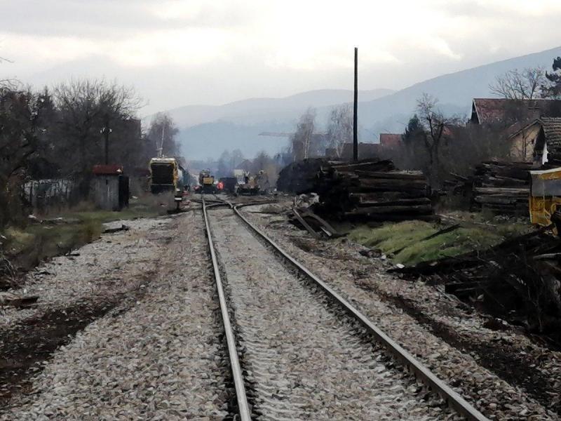 Dve godine od početka rekonstrukcije pruge sa koje su ispadale cisterne, nadležni kažu da radove privode kraju