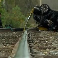Dvoje tinejdžera sa Balkana poginulo u sudaru u SAD: Automobil leteo preko nadvožnjaka! (VIDEO)