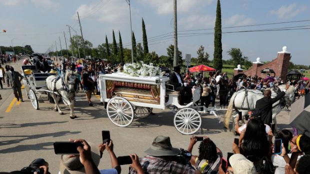Džordž Flojd sahranjen pored svoje majke