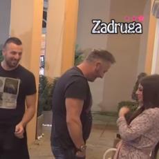 EDO ZGRABIO DRAGANU, HOĆE DA JE LJUBI! Tomović prošao pored njih, dobacio 4 reči! Neočekivano! (VIDEO)