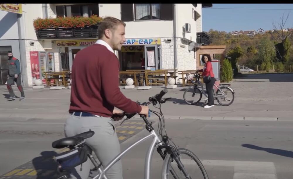 EKOLOŠKI: Stanivuković i zaposleni u Gradskoj upravi Banjaluka biciklom došli na posao