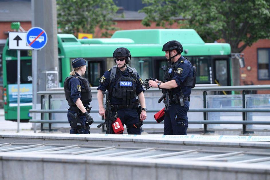 EKSPLOZIJA I UBISTVO U ŠVEDSKOJ: Tinejdžer ubijen, drugi u kritičnom stanju! Napadači počeli da rešertaju po piceriji pa pobegli biciklom!