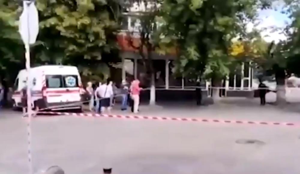 EKSPLOZIJA NA MESTU TALAČKE KRIZE U UKRAJINI: Terorista iz autobusa baca granate, još se nije predao (VIDEO)