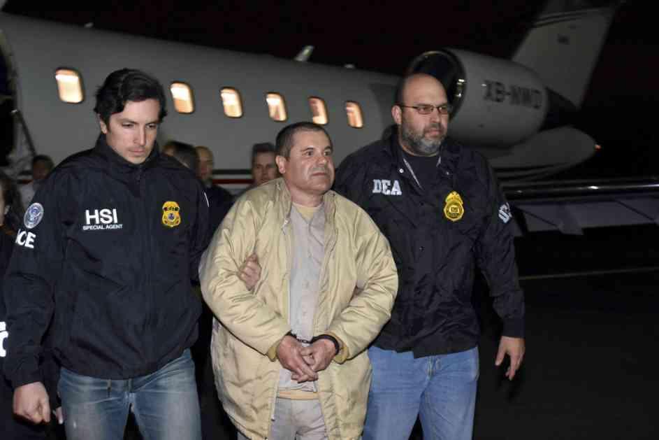 EL ČAPO JE ZNAO ŠTA GA ČEKA: Ovo je prvi snimak meksičkog narko-bosa pre suđenja! Izraz LICA GOVORI SVE (VIDEO)