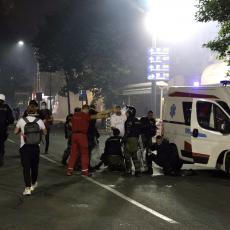 EPILOG SUKOBA NA ULICAMA BEOGRADA: Povređeno deset policajaca, jednom polomljene obe noge