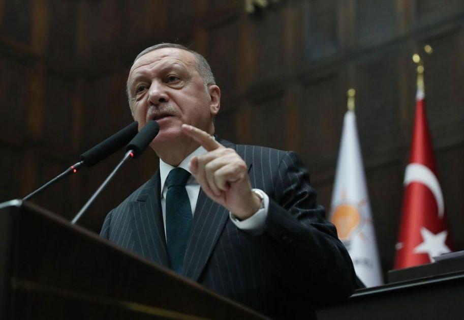 ERDOGAN BESNEO U PARLAMENTU: Prvo rekao da Zapad želi krstaški rat, a onda zapretio novom operacijom u Siriji