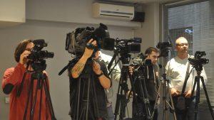 EU osuđuje sve vrste napada i pretnji novinarima