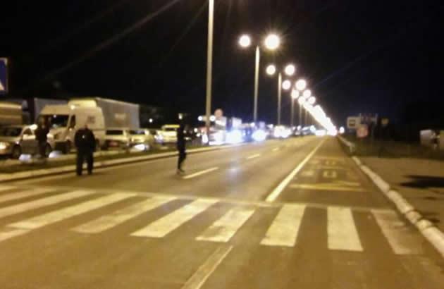 EVO ZASTO SU MOSTOVI U BEOGRADU SINOC BILI BLOKIRANI Njih je policija trazila u Vihoru Akcije se nastavljaju sirom Srbije