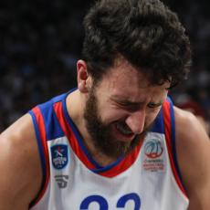 EVROLIGA: Efes deklasirao Real, povredio se Vasilije Micić