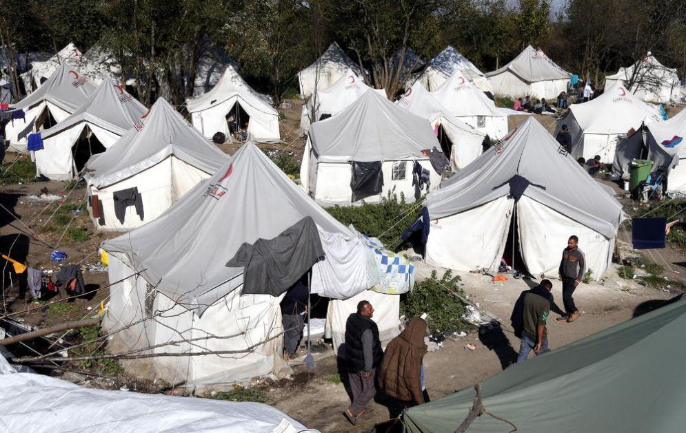 EVROPA HOĆE UKIDANJE IZBEGLIČKOG KAMPA KOD BIHAĆA: Migranti moraju biti raspoređeni svuda po BiH, a ne samo tamo