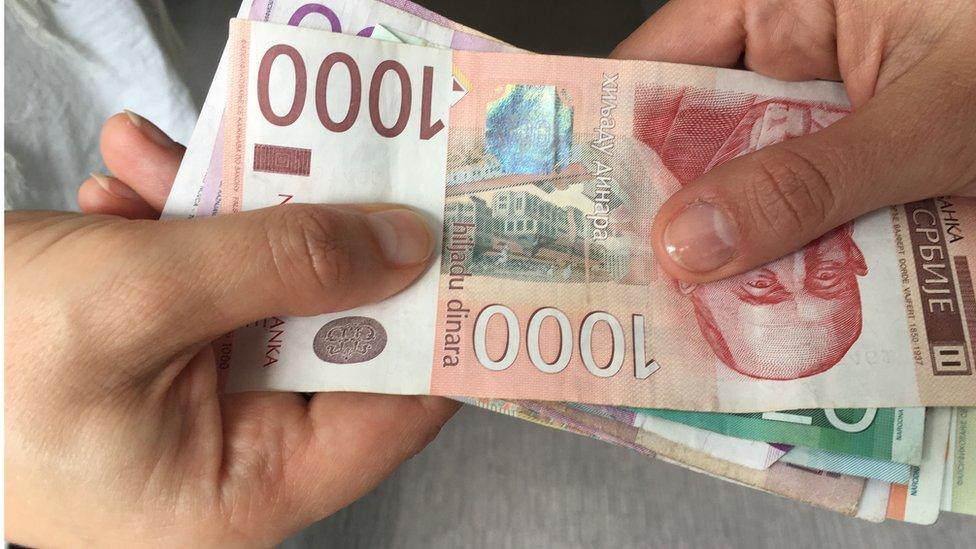 Ekonomija: Novčana davanja u Srbiji – ko će sve (još) dobiti novac, koliko i ko će to vraćati