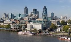 Ekonomija Velike Britanije zvanično u recesiji posle 11 godina, u aprilu bio rekordan pad 20 odsto