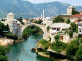 Eksplozija u Mostaru: Oštećen ugostiteljski objekat i tri auta