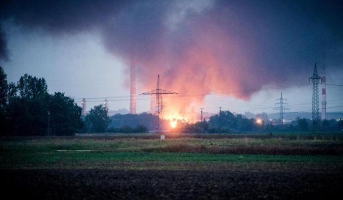 Eksplozija u rafineriji u Nemačkoj, osam povređenih