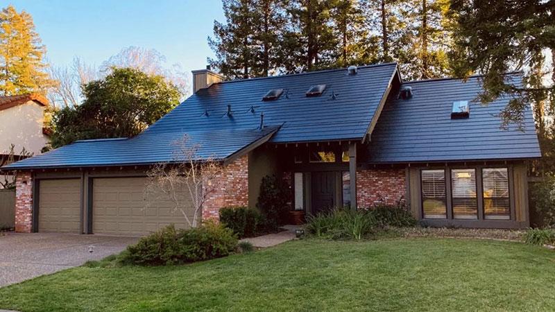 Elon Musk: Sledeći veliki Tesla proizvod su solarni krovovi