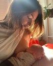 Emili Ratajkovski objavila fotografiju kako doji sina