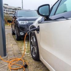 Emisija CO2: Da li su električni automobili zaista u prednosti u odnosu na dizelaše i benzince?