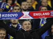 Englezi brane Srbe: Svoje navijače nazvali IDIOTIMA i poručili: Skandiranje u Prištini je LICEMERJE (VIDEO)