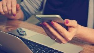 Epl prednjači po narudžbinama telefona