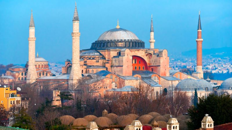 Erdogan: Kritike zbog Aje Sofije su napad na suverenitet Turske