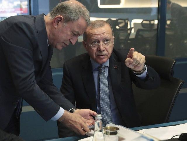 Erdogan se pravda i preti Evropi